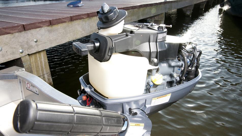 Připojte pomocnou palivovou nádrž